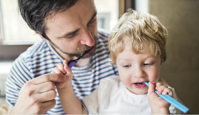 ¿Cómo enseñar a cepillarse los dientes?